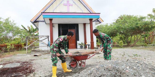Satgas TNI Pamtas Yonif 403/WP Melaksanakan Program Percepatan Pembangunan Gereja Bethel Indonesia di Wilayah Perbatasan RI-PNG