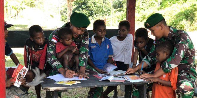 Pendidikan Adalah Paspor untuk Masa Depan, Satgas Pamtas Yonif 403/WP Ajarkan Baca Tulis Kepada Anak Usia Dini di Wilayah Perbatasan RI-PNG