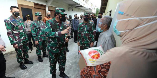Panglima TNI beberkan Strateginya saat Kunjungi Serbuan Vaksinasi di Holy Stadium Semarang