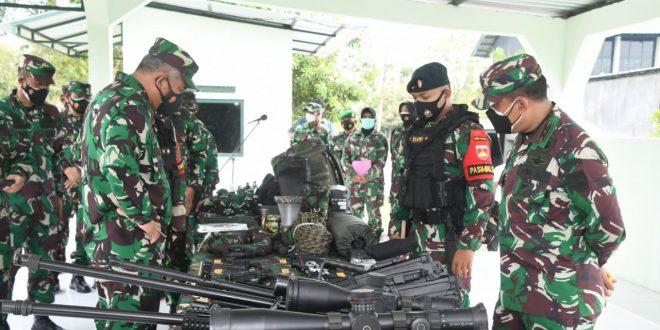 Kasum TNI Periksa Kesiapan Satgas Pamtas Penyangga (Mobile) RI-PNG Yonif R 408/SBH