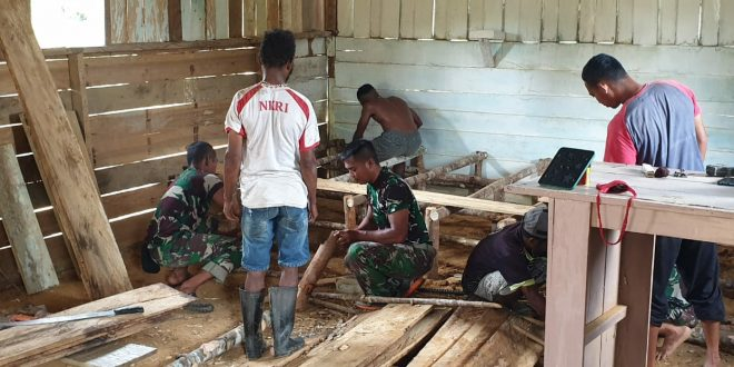 Satgas Pamtas Yonif 403/WP Bantu Renovasi Gereja di Wilayah Perbatasan RI-PNG
