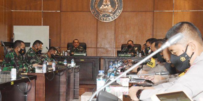 Pangdam IV/Diponegoro Memimpin Rapat Evaluasi Penanganan Covid-19 Se-Solo Raya