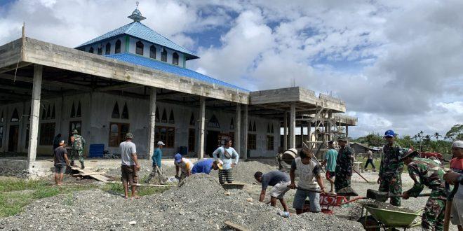 Dalam Rangka HUT TNI Tahun 2021, Satgas Pamtas Yonmek 403/WP Laksanakan Bhakti TNI dan Bantu Bahan Bangunan Renovasi Masjid di Wilayah Perbatasan RI-PNG