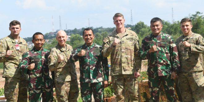 Prajurit US Army Terkesan Melaksanakan Latma Dengan Yonif R 400/Banteng Raider